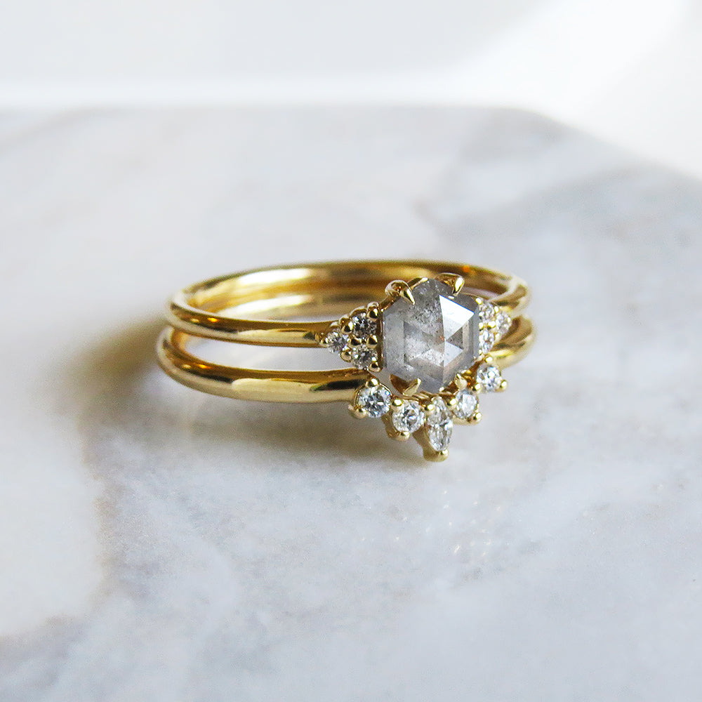 PETITE QUINN YELLOW GOLD RING