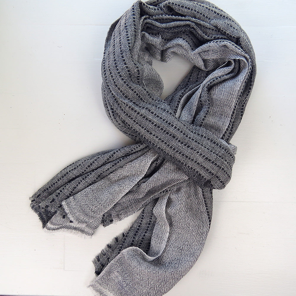 CASHMERE SHAWL IN LIGHT AND DARK GREY BLOCKS
