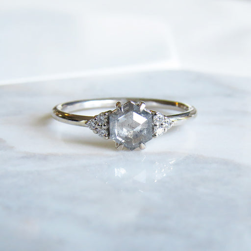 PETITE QUINN WHITE GOLD RING