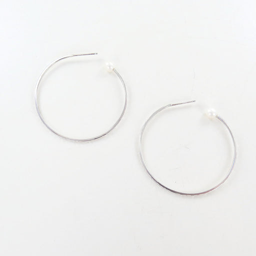 WHITE PEARL SMALL HAMMERED HOOP EARRINGS