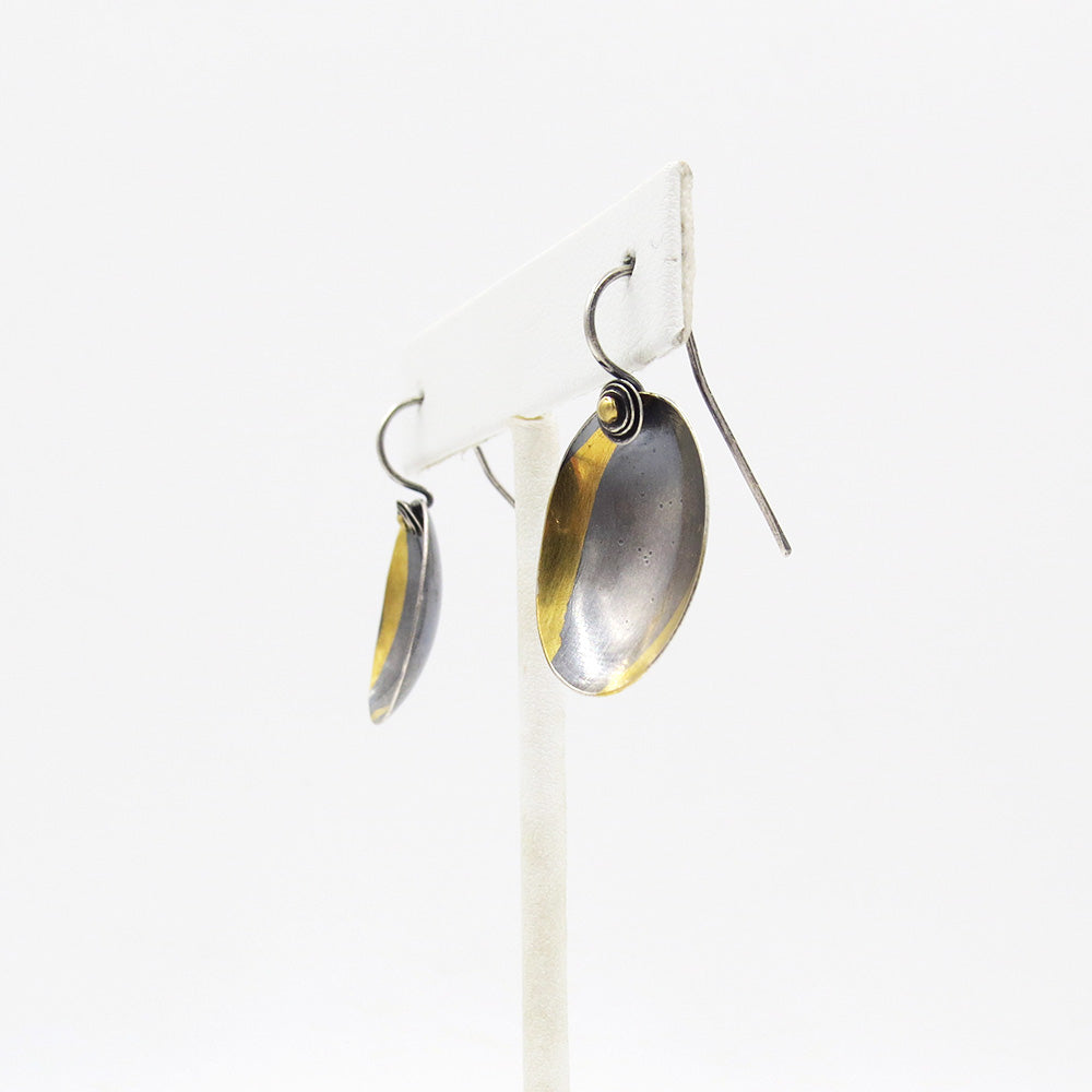MEDIUM SINGLE CUSP OVAL EARRING