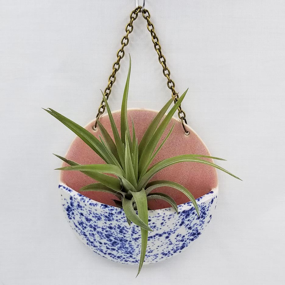 MEDIUM CERAMIC PLANTER POCKET WITH AIR PLANT