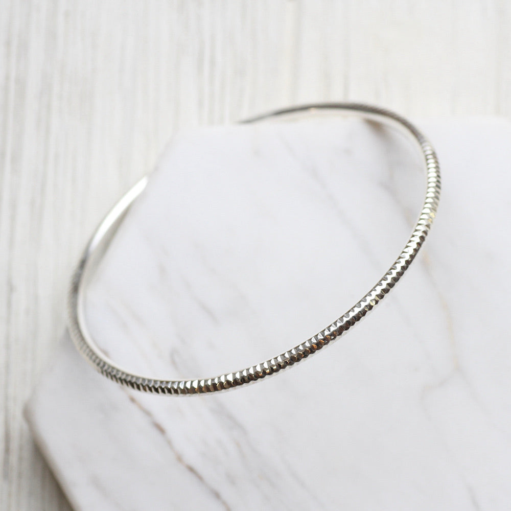 Diamond Cut Ribbed Bangle