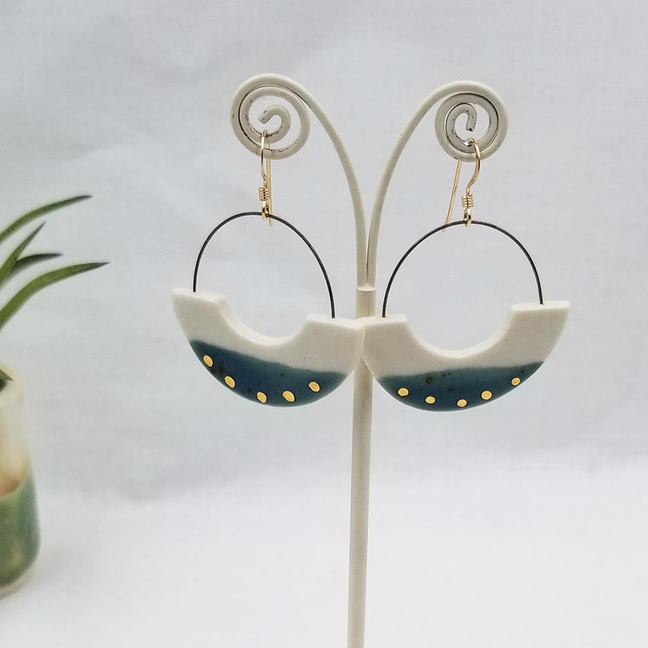 HOOP EARRING WITH CUTOUT