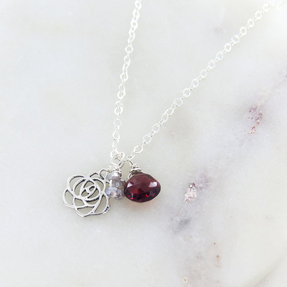 FLOWER AND GARNET NECKLACE