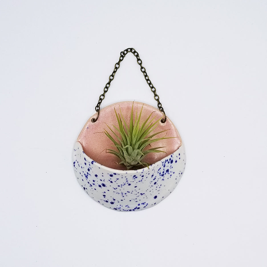 SMALL CERAMIC PLANTER POCKET WITH AIR PLANT