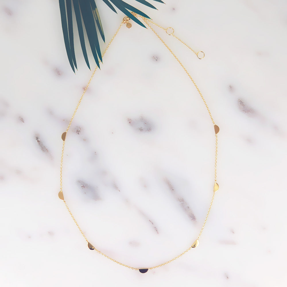 `D` SHAPE STATION NECKLACE IN GOLD VERMEIL