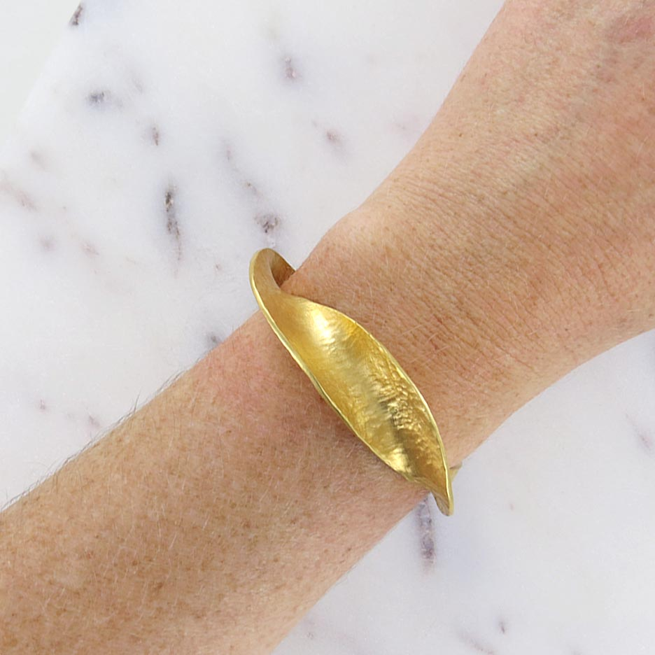 INFINITE LOVE CUFF BRACELET GOLD