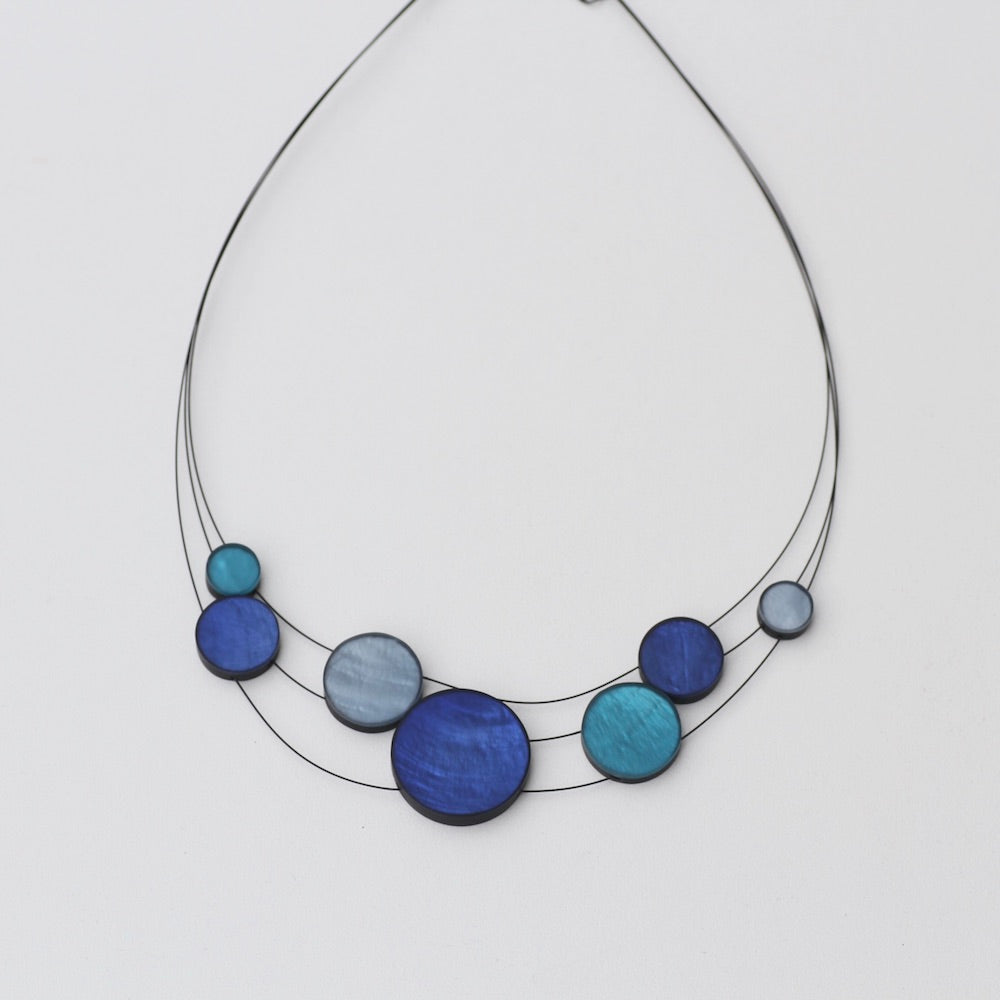 3 STRAND BLUE MIX RESIN NECKLACE