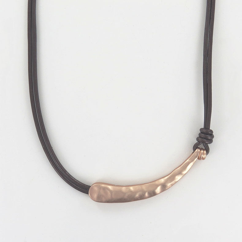 METALLIC BROWN LEATHER AND MATTE GOLD NECKLACE