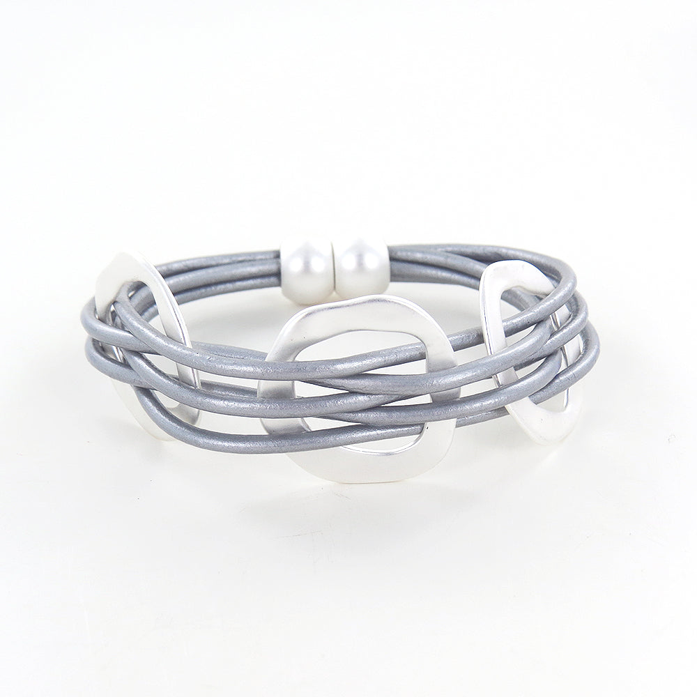 LIGHT GREY LEATHER BRACELET WITH MATTE SILVER OPEN