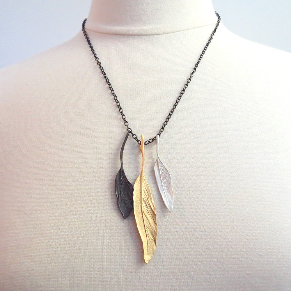TRI COLOR FEATHER PENDANT NECKLACE