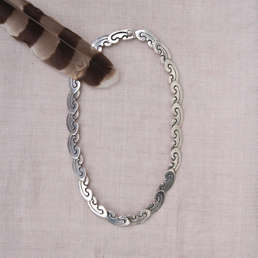 JOINTED SHELL-SHAPED SILVER LINK NECKLACE