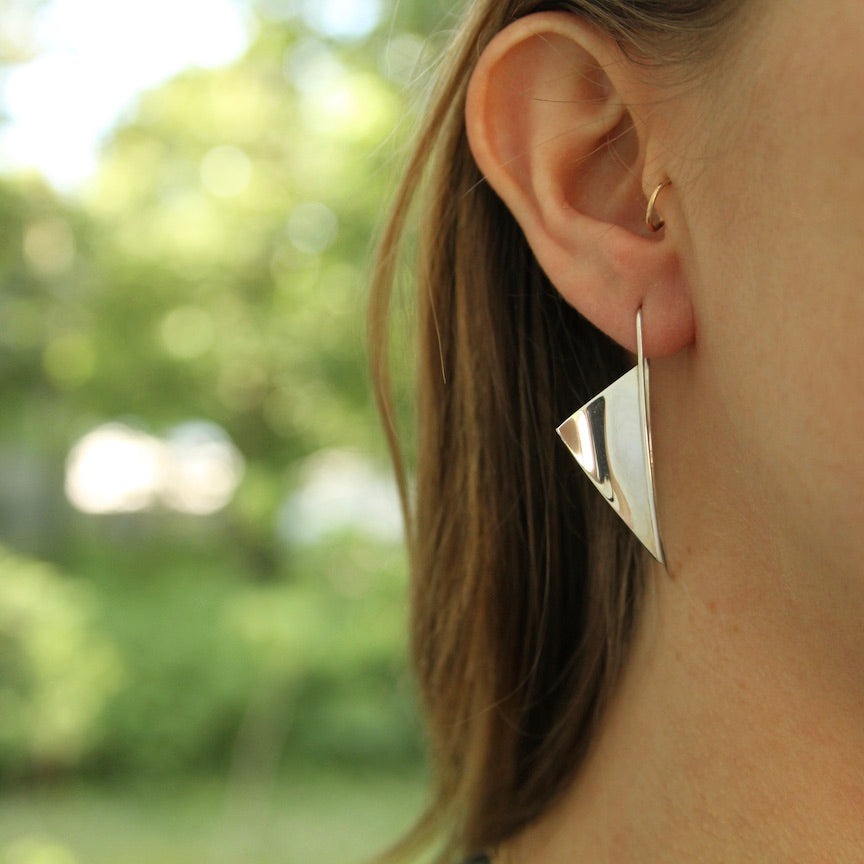 Small Concave Triangle Banner Earring