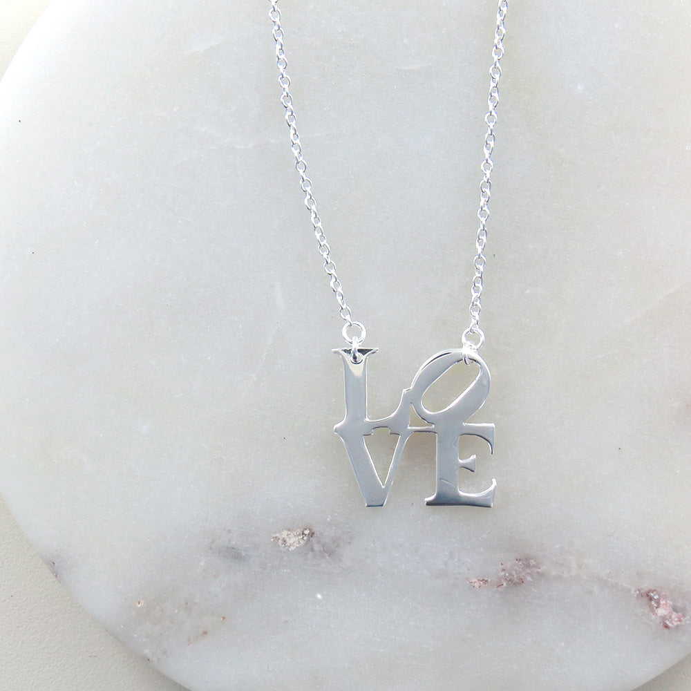 POLISHED LOVE SCULPTURE NECKLACE