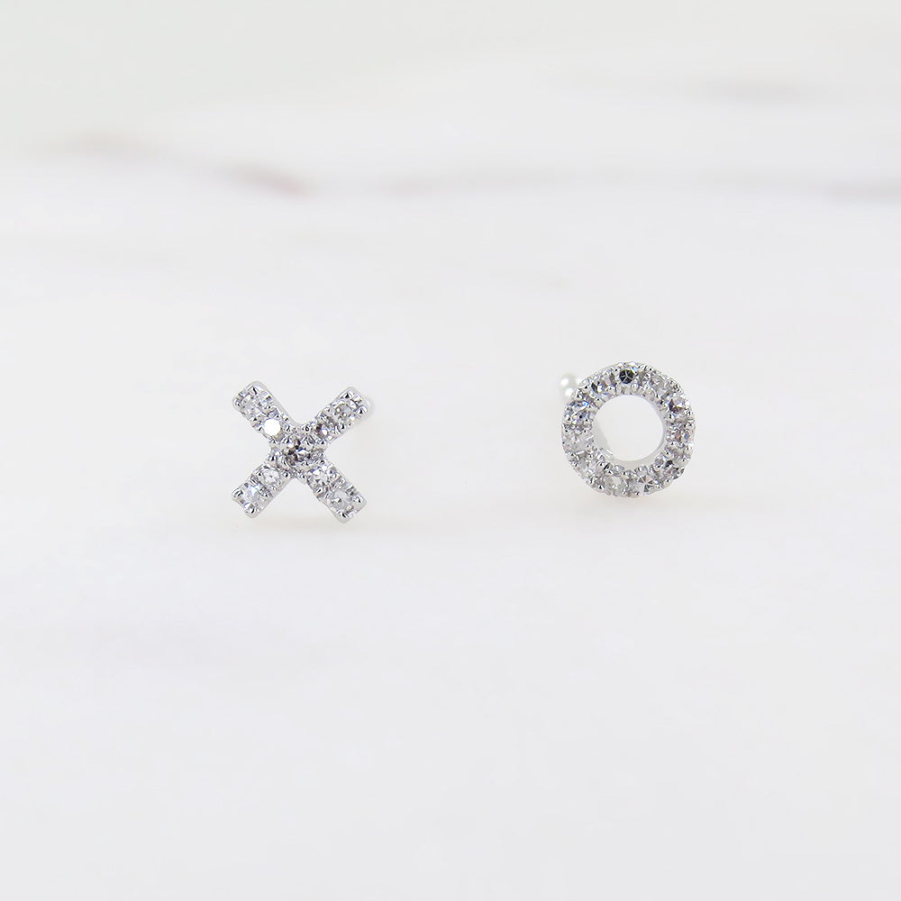 PETITE X AND O MISMATCHED POST EARRINGS