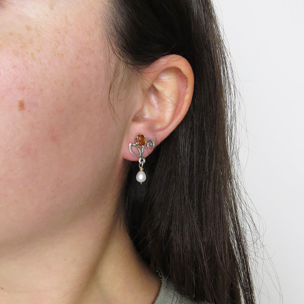 CITRINE FLOWER WITH WHITE PEARL EARRING