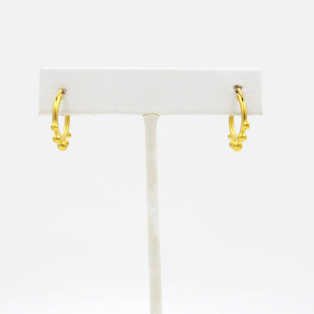PETITE GOLD HOOP WITH GRADUATED BALL ACCENT EARRIN