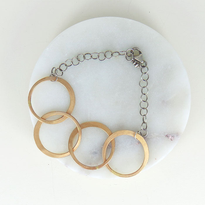 HAMMERED INTERLOCKING CIRCLES BRACELET