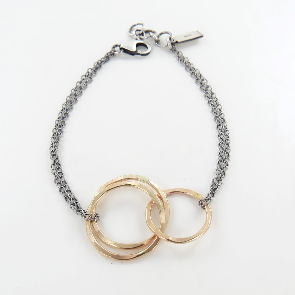 INTERLOCKED GOLD CIRCLES BRACELET