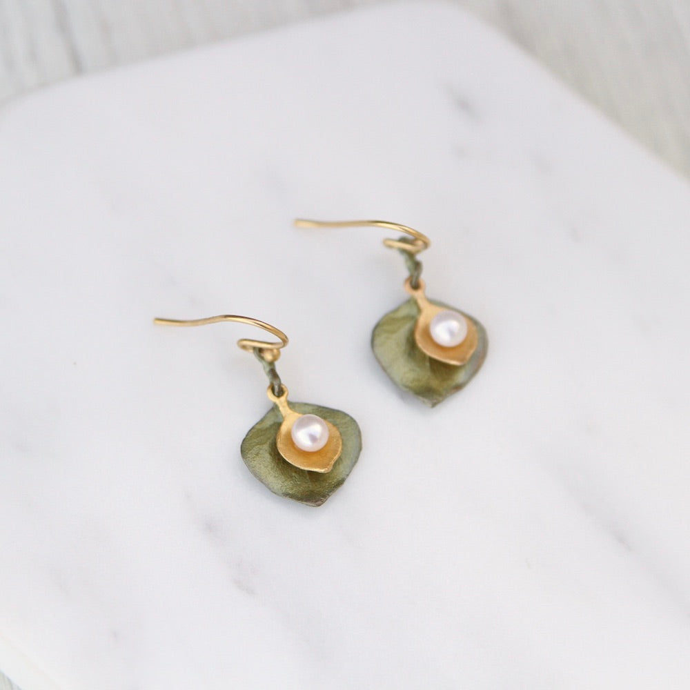 ROUND LEAF EUCALYPTUS PEARL EARRING
