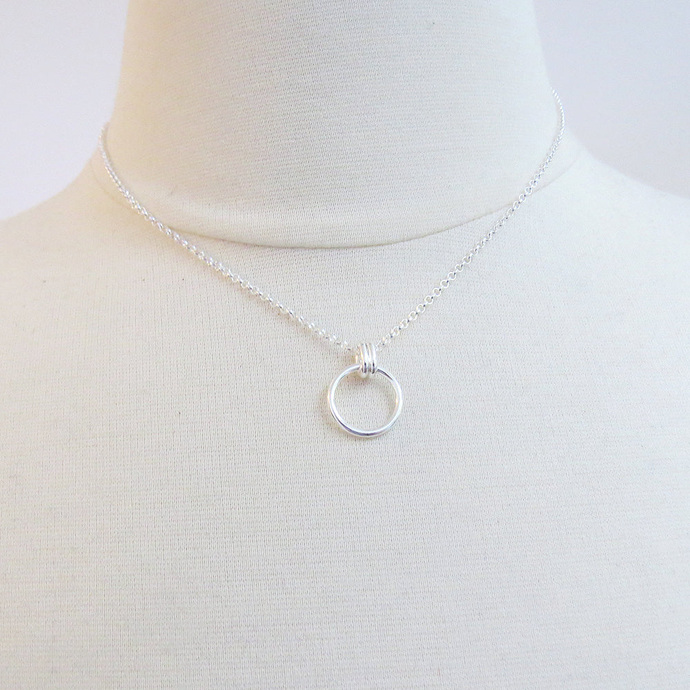 SILVER DOUBLE RING CIRCLE NECKLACE