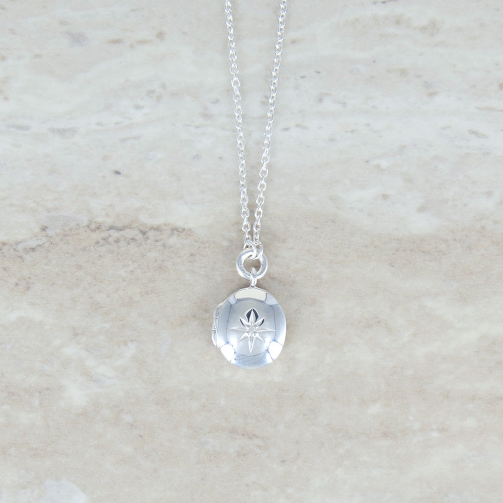 OVAL LOCKET SET WITH WHITE SAPPHIRE