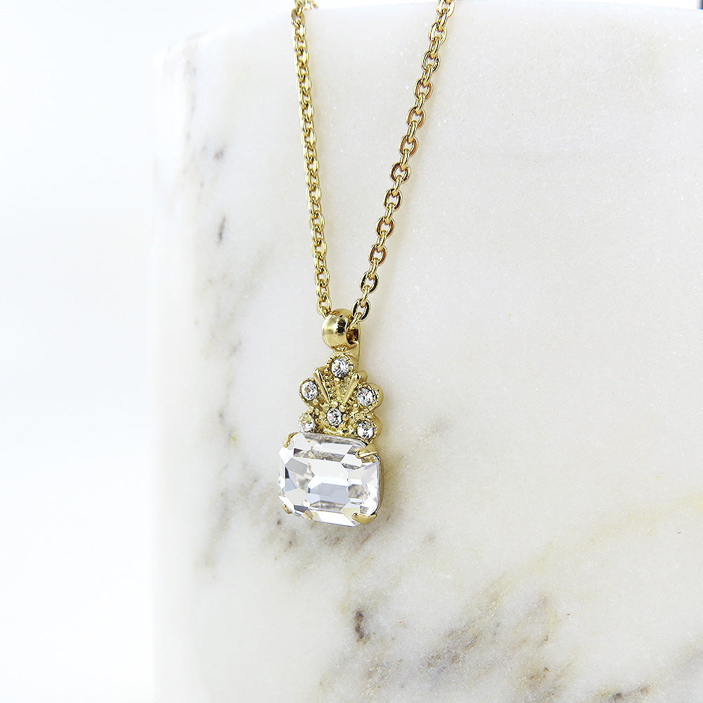 CROWNED CRYSTAL PENDANT NECKLACE