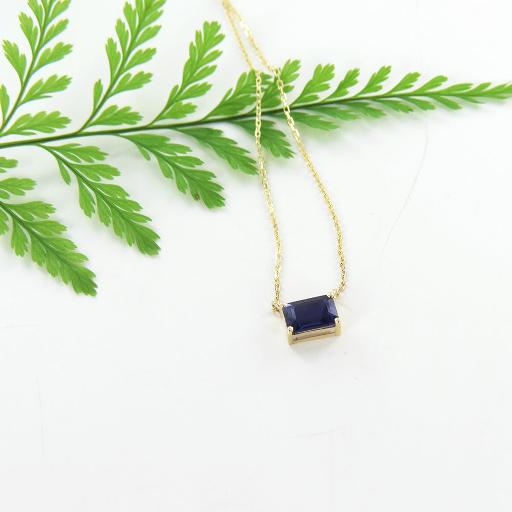 YELLOW GOLD IOLITE NECKLACE