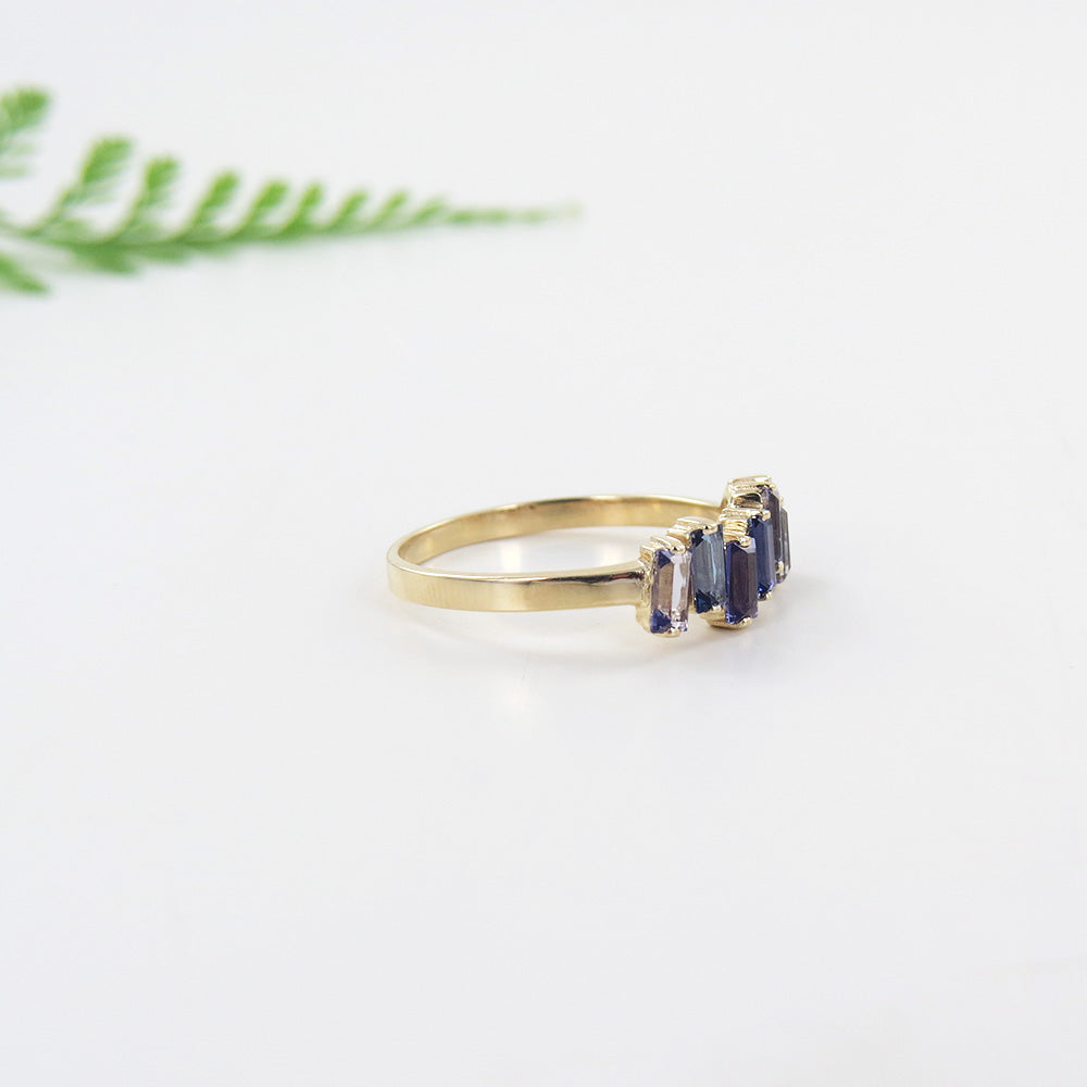 YELLOW GOLD IOLITE AND ENGLISH BLUE TOPAZ RING