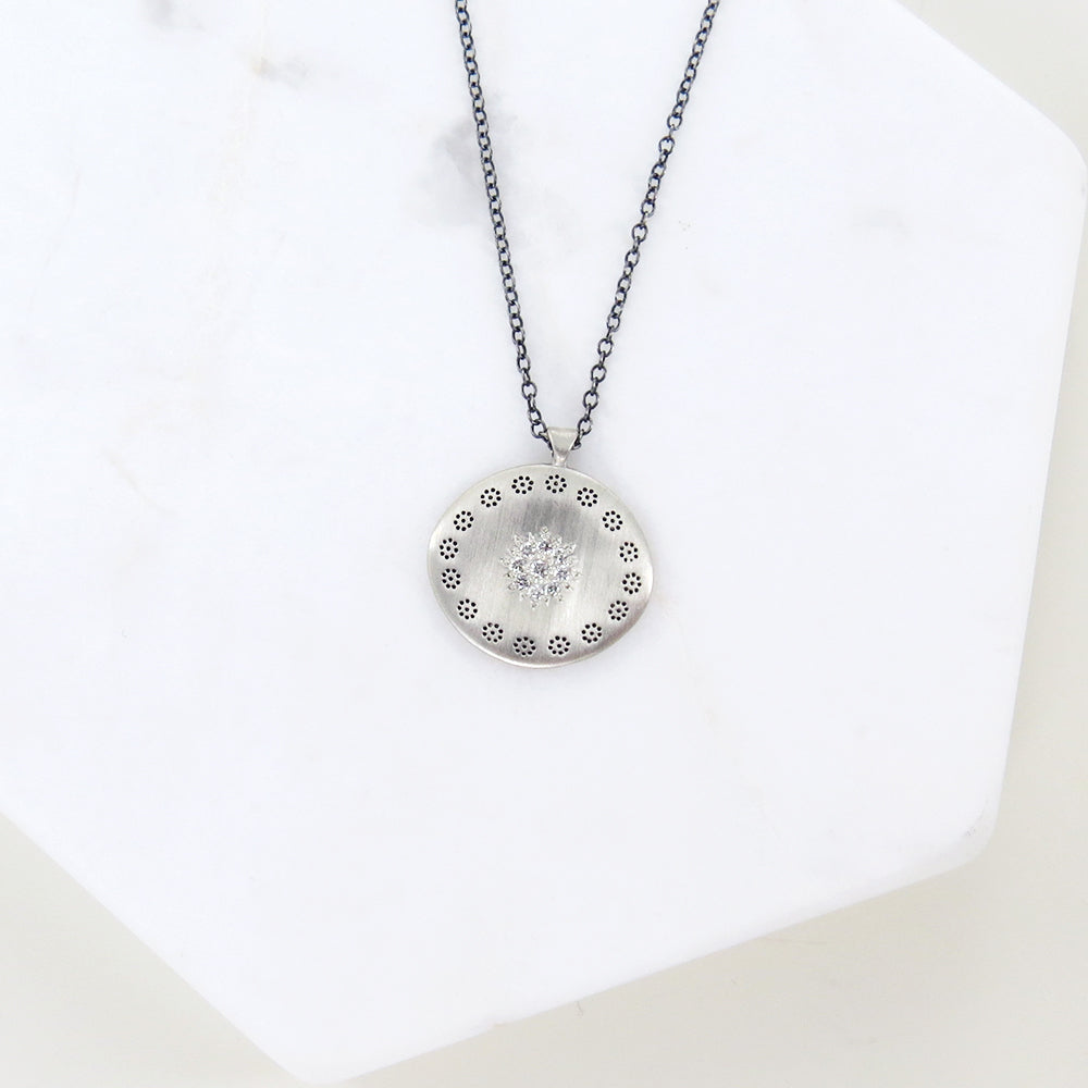 LARGE CLUSTER PENDANT IN DIAMOND