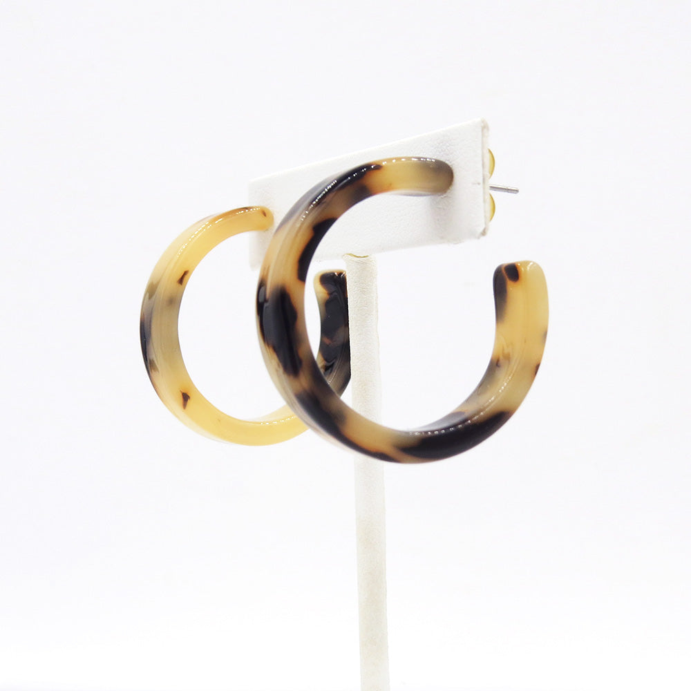HONEY TORTOISE RESIN HOOP EARRING -
