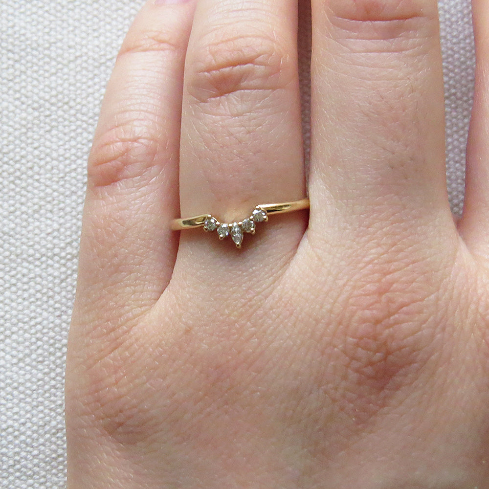 SMALL ETTA YELLOW GOLD RING