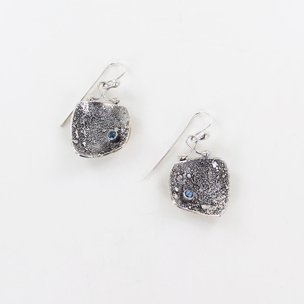 RETICULATED EARRING WITH BLUE TOPAZ