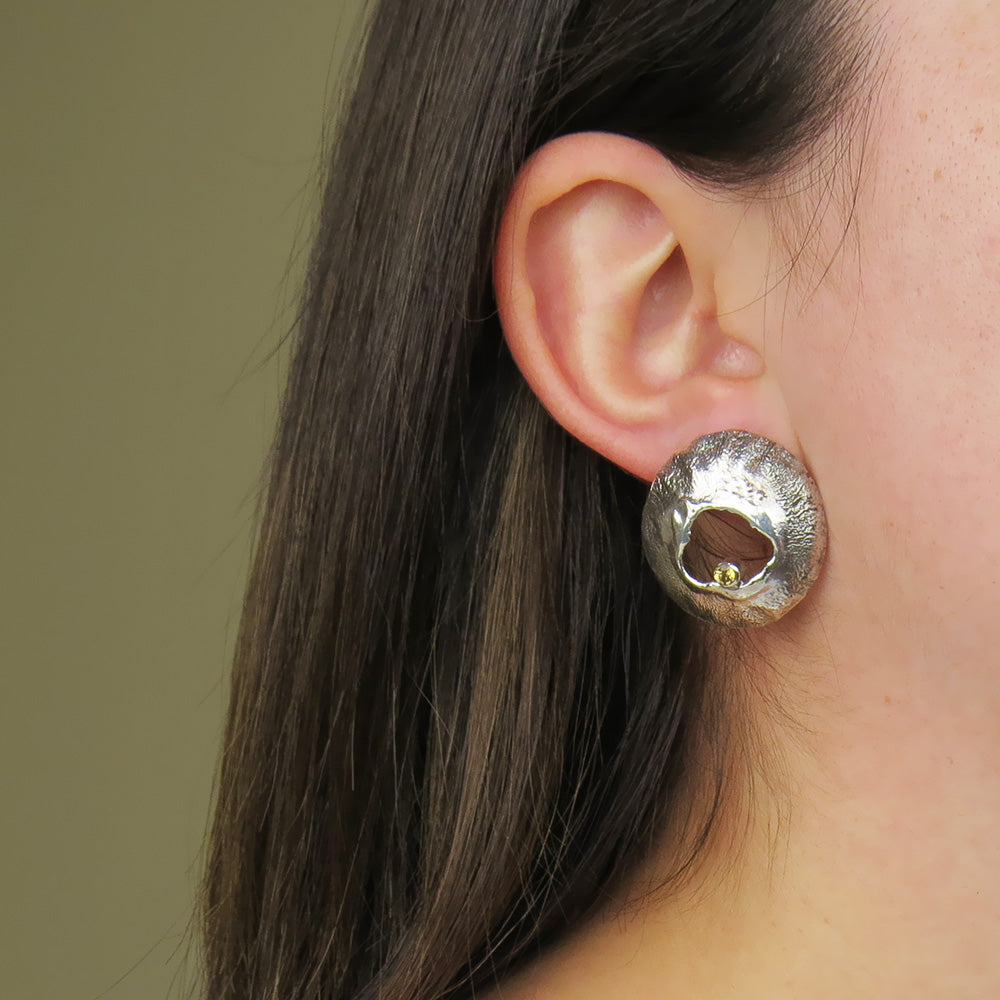 RETICULATED EARRING WITH HONEY TOPAZ