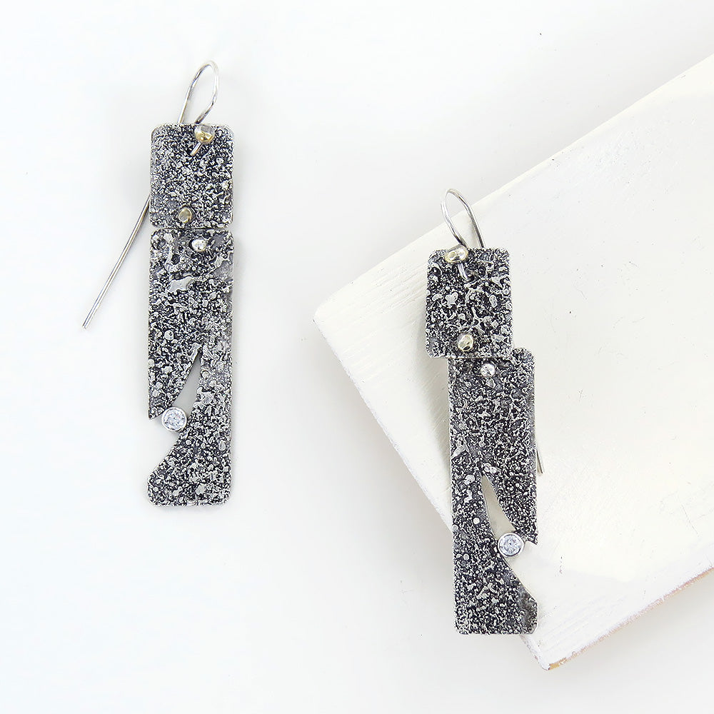RETICULATED EARRING WITH CLEAR STONE