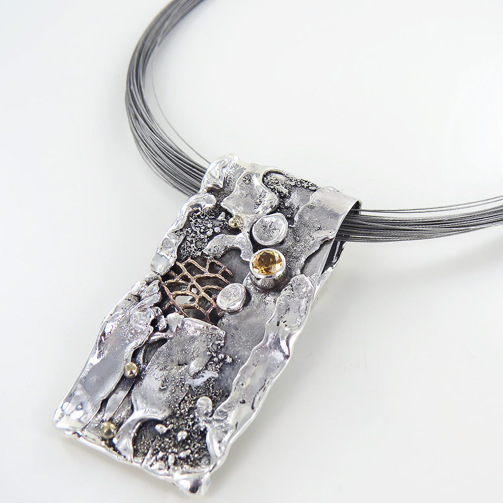 RETICULATED PENDANT WITH HONEY TOPAZ