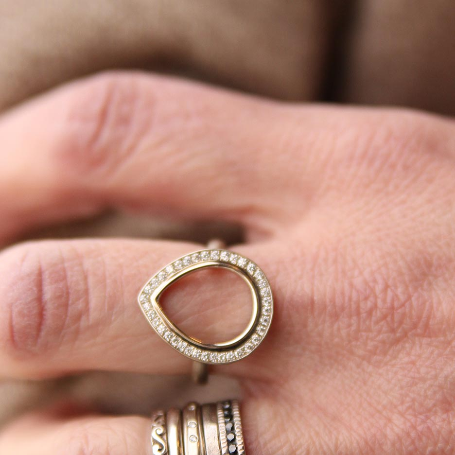 WHITE GOLD OPEN PEAR RING