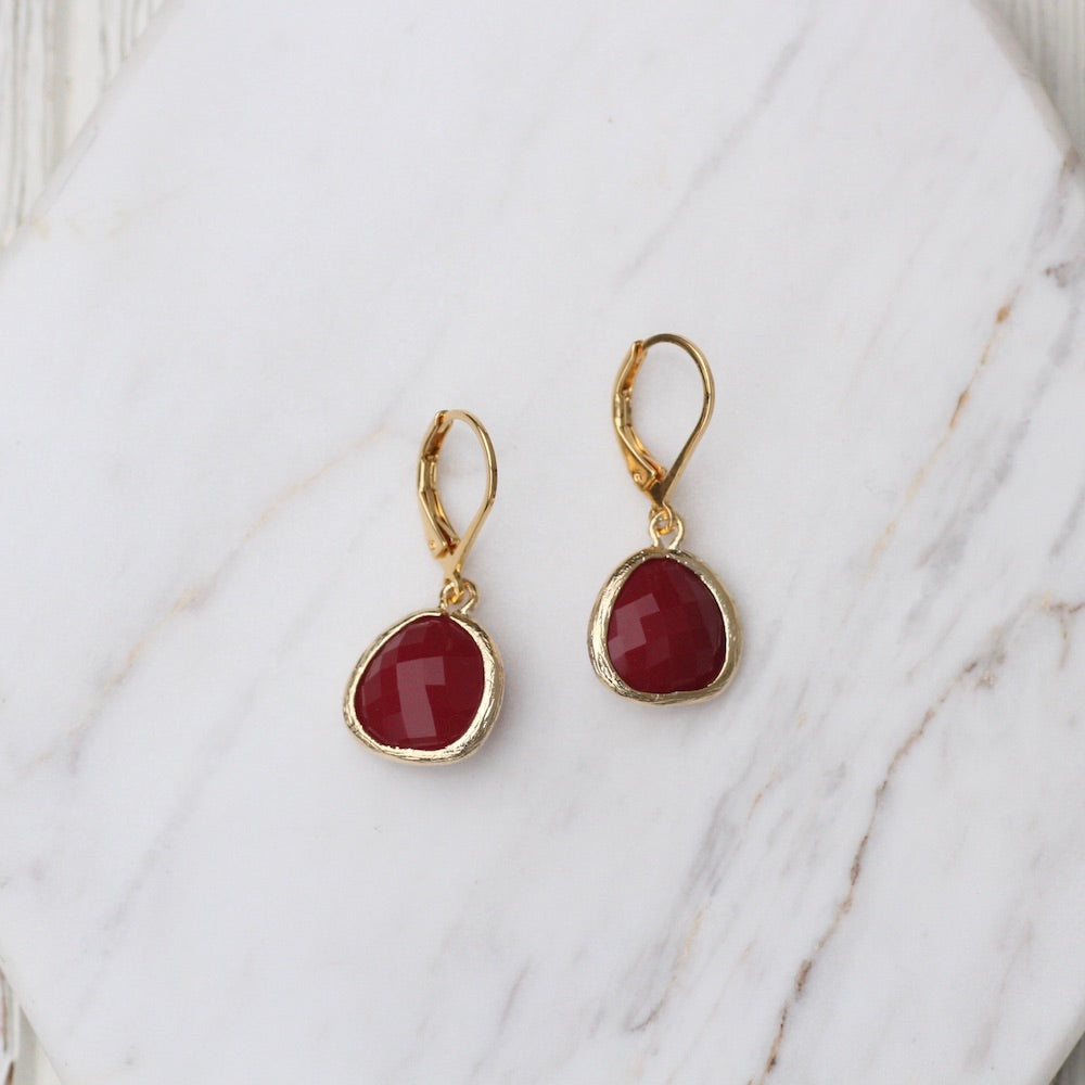 GOLDPLATED LEVERBACK GEM DANGLE EARRING - JET NUT