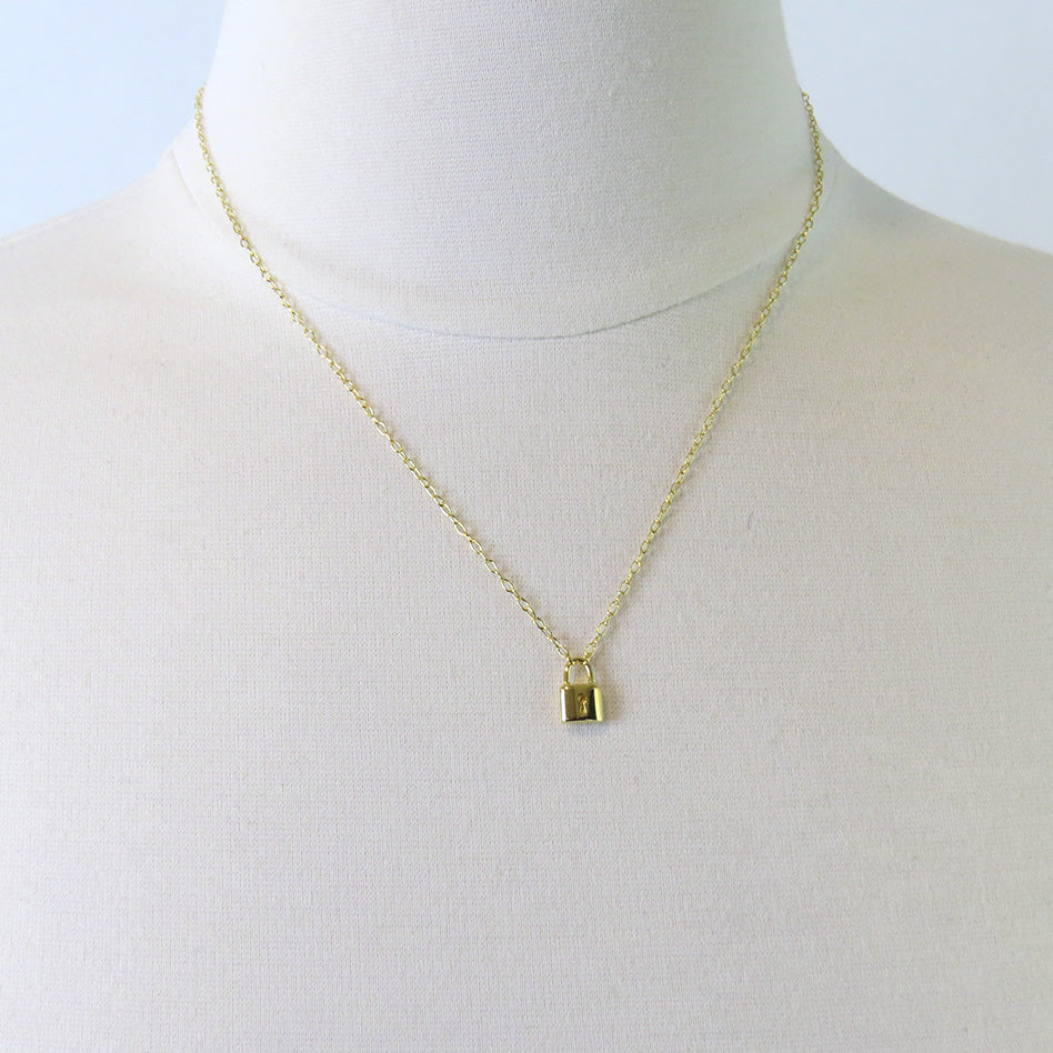 PADLOCK NECKLACE IN GOLD VERMEIL