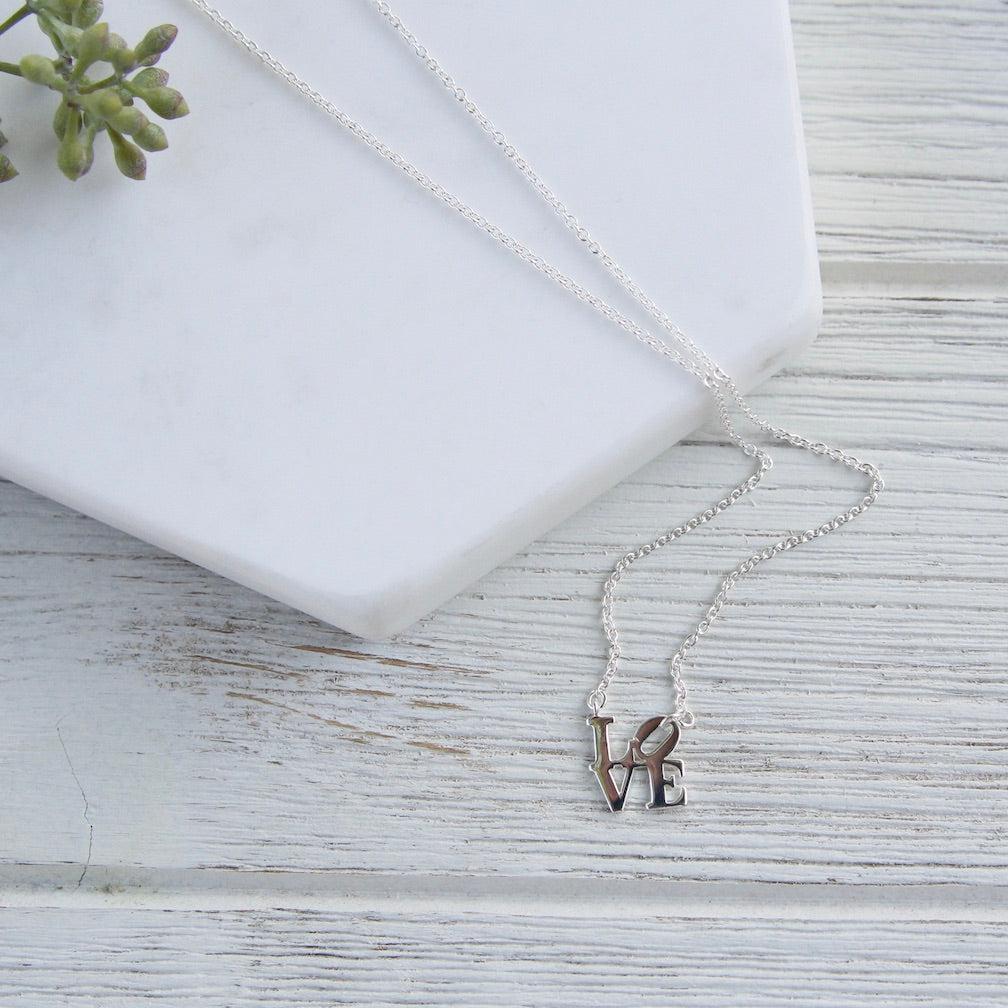 POLISHED MINI LOVE SCULPTURE NECKLACE