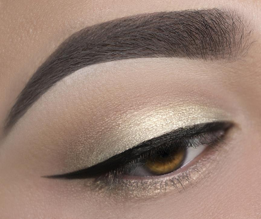 C15 Iced Gold Eyeshadow Crownbrush Applied Eye Look