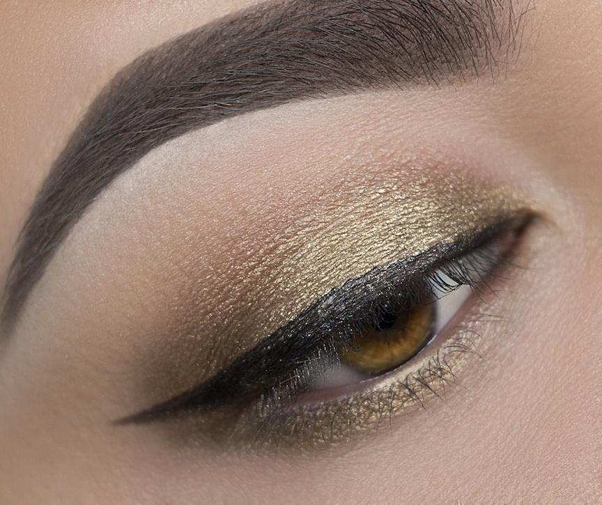 C 23 Vintage Gold Eyeshadow Crownbrush Applied Eye Look