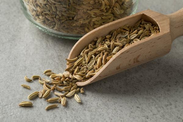 A small scoop of fennel seeds