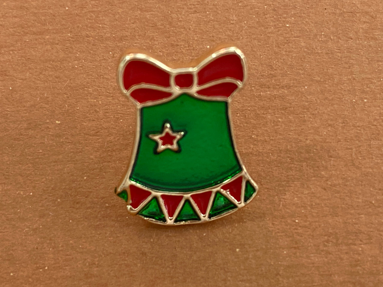 Enamel pin - Chrissy dress and Stocking