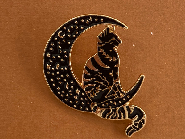 Enamel pin - Cat in the moon