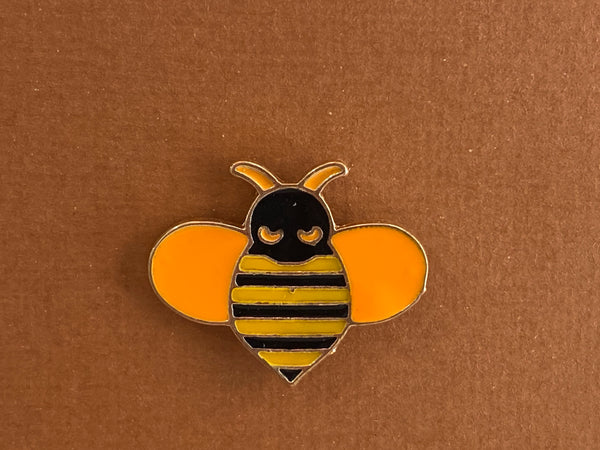 Enamel pin - Bee