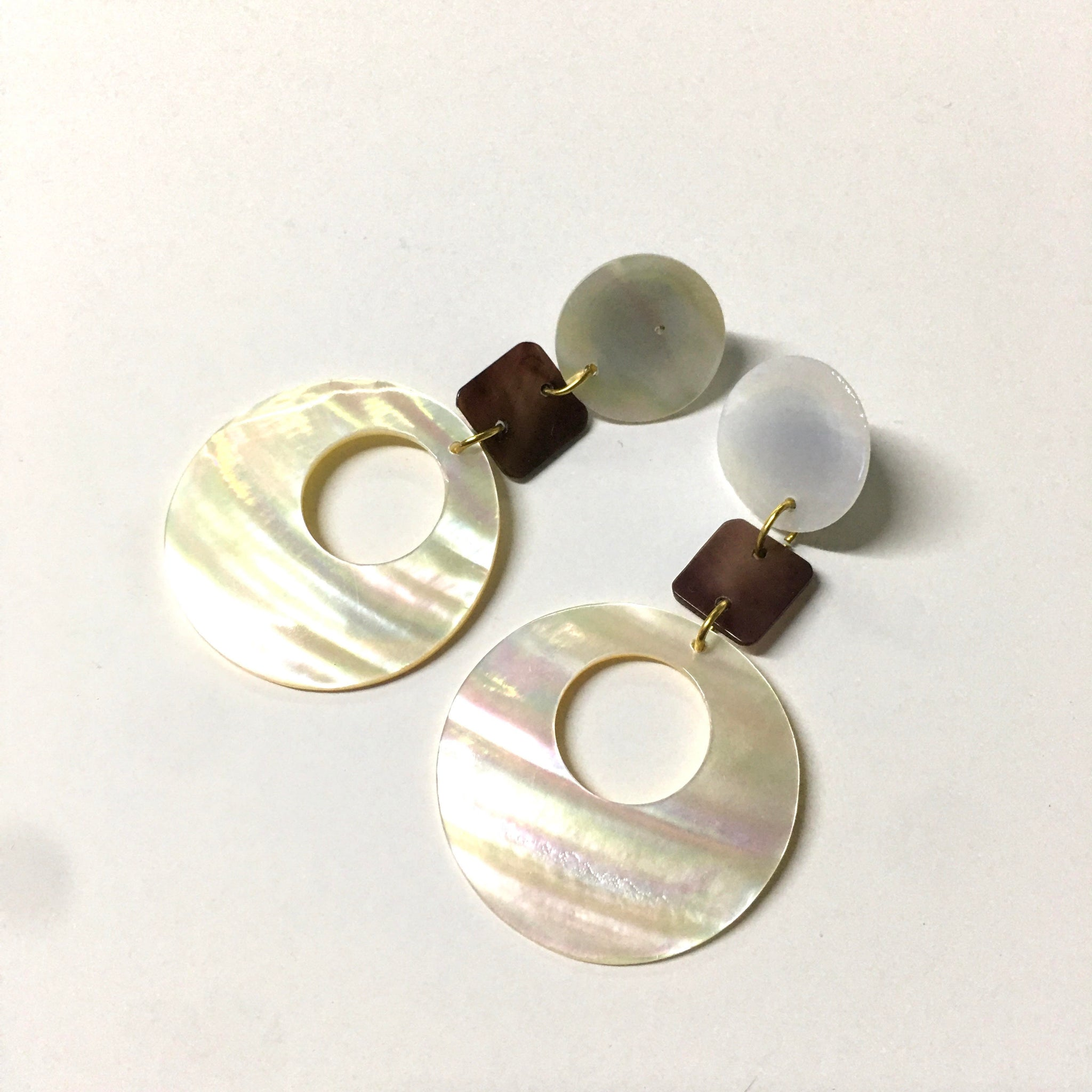 Shell Mother of Pearl White Earrings