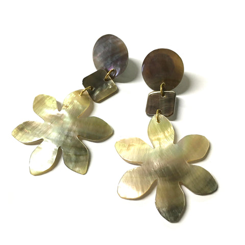 Shell Mother of Pearl Flower Earrings
