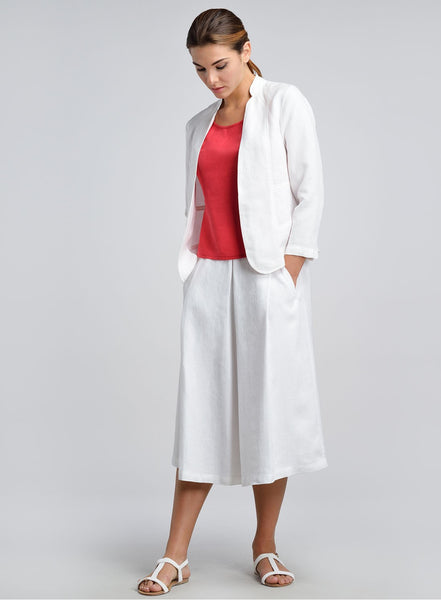 White linen cropped and fitted jacket